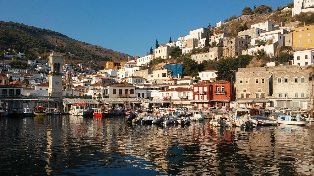 The port of Hydra - impressive colours with morning light