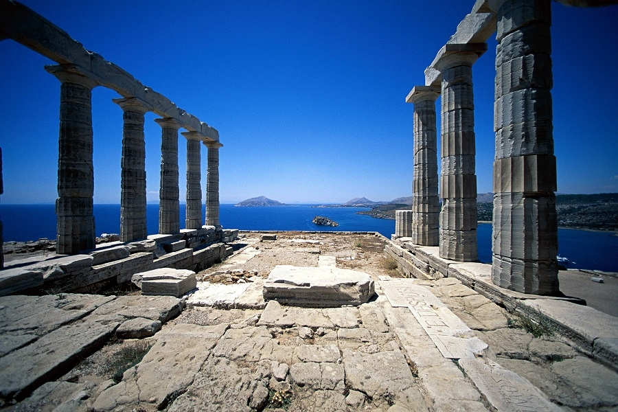 Two weeks sailing around the ancient monuments of Cyclades